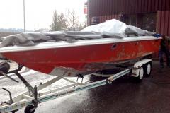 anti-fouling-feinstrahlen-boote-yachten-hannover-sandstrahlen-rot-auf-haenger-boot01