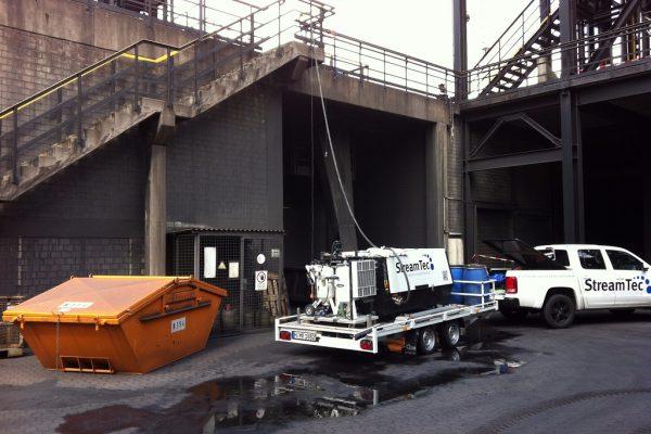 Arbeiten an Industrieanlage und Maschinenteile